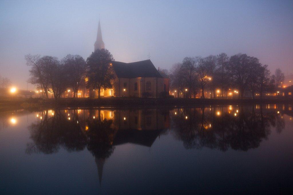 Fors kyrka i dimma