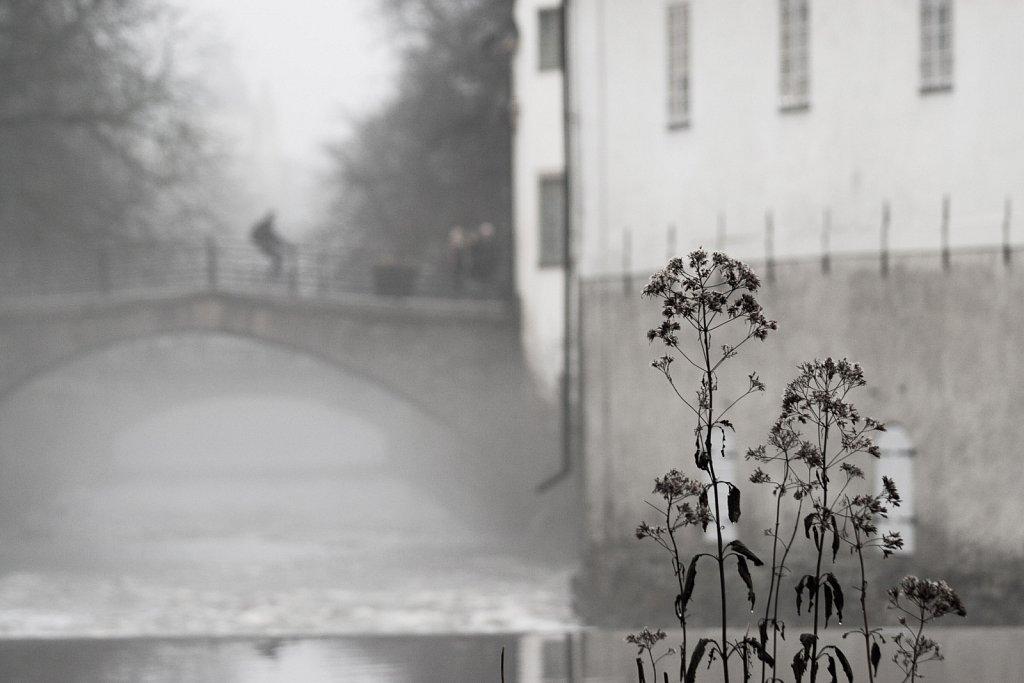 Dombron och Fyrisån i dimma